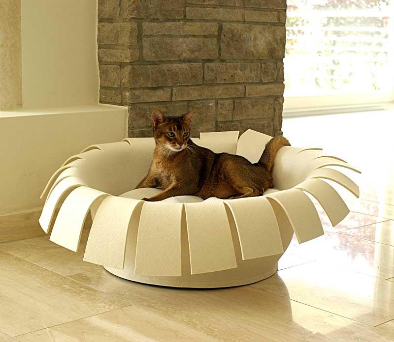 Luxury Crown Felt Cat Bed Cream Cream
