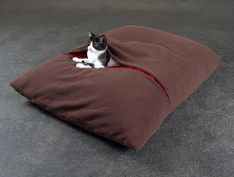 Luxury Divan Due Fleece Cat Bed Brown red 2