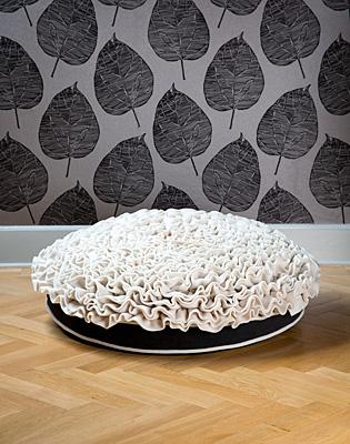 Luxury Lounge Rose Cat Bed Cream