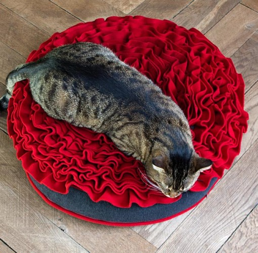 Luxury Lounge Rose Cat Bed Red 2
