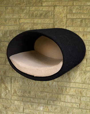 Luxury Rondo Wall Felt Cat Bed Black Cream