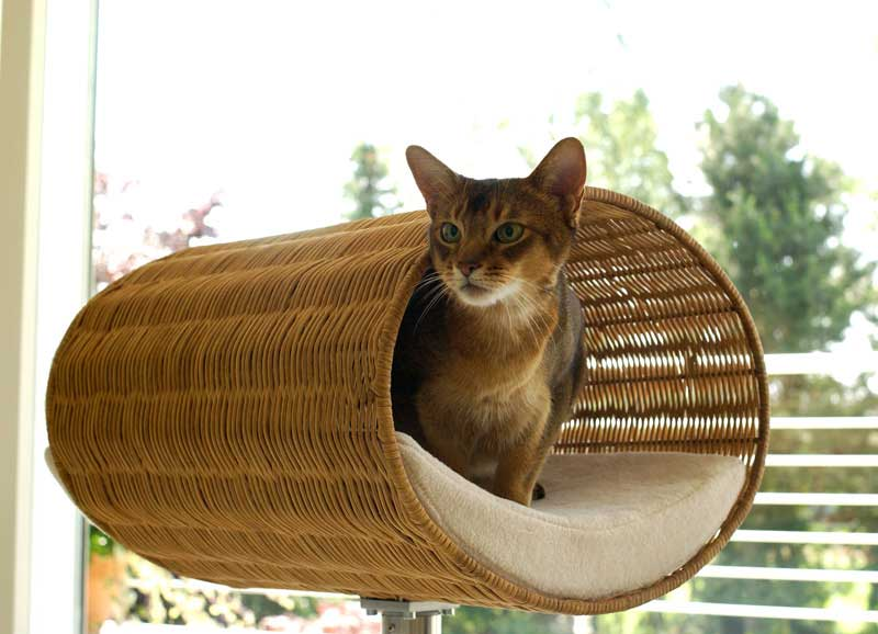 Luxury Rondo Wicker Cat Stand Cream 2