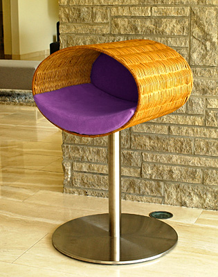 Luxury Rondo Wicker Cat Stand Violet