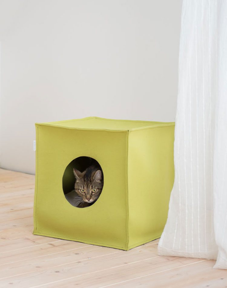 Luxury Rondo Wicker Cat Stand Chelsea Cats